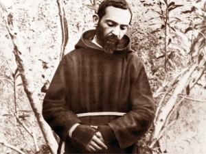 Padre Pio giovane stigmatizzato