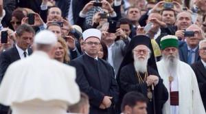 autorità-religiose-a-tirana-con-papa-francesco