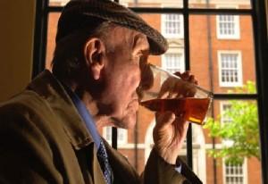 anziano-alcol