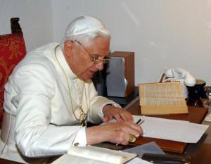 Papa Benedetto XVI nel suo studio durante le vacanze a les Combes in Val d'Aosta in una foto di archivio ANSA