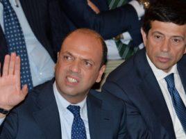 Angelino Alfano (S) leader di NCD con il ministro dei Trasporti Maurizio Lupi durante la conferenza stampa all'Hotel Ambasciatori per un'iniziativa elettorale di Ncd e Udc, Torino, 22 Maggio 2014. ANSA/ALESSANDRO DI MARCO