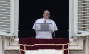 Pope Francis leads his first Angelus prayer  in Saint Peter's Square at the Vatican 17 March  2013. ANSA/MAURIZIO BRAMBATTI