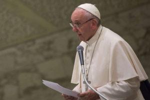 Papa Francesco ha ricevuto stamani scienziati da tutto il mondo (foto Lapresse d'archivio)